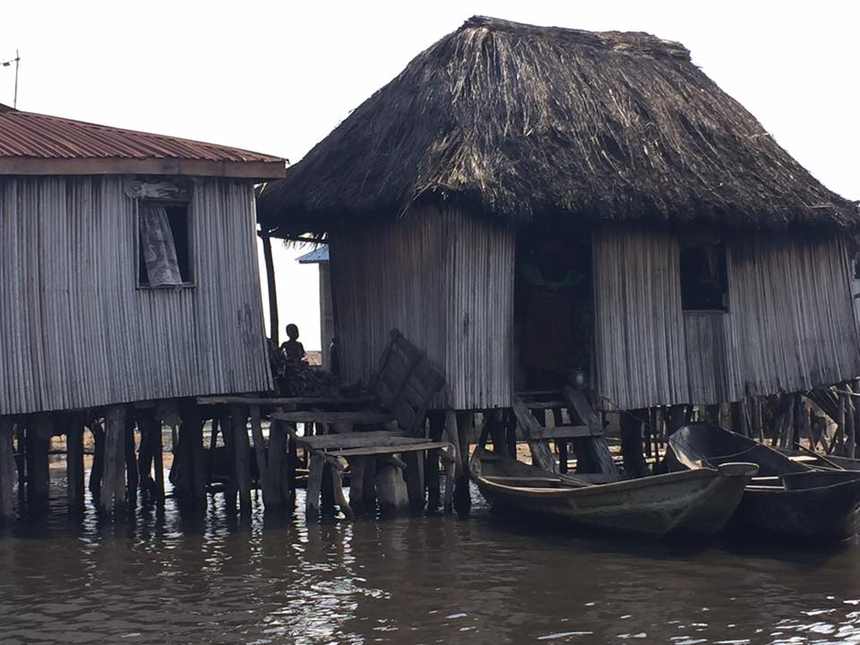 Benin-floating-house