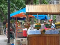 Cartagena-beach-vendors