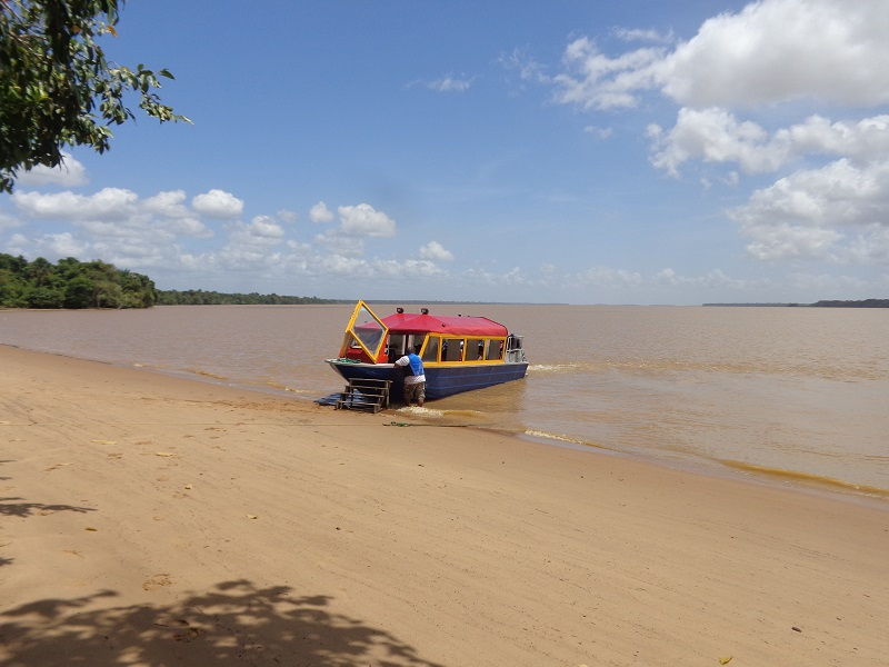 Essequibo-riverboat